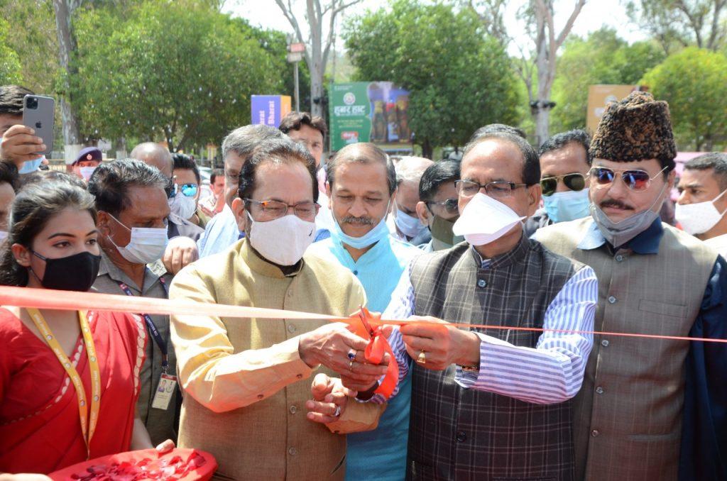 Shivraj Singh Chouhan and Mukhtar Abbas Naqvi Inaugrating Hunar Haat at Lal Pared Ground, Bhopal